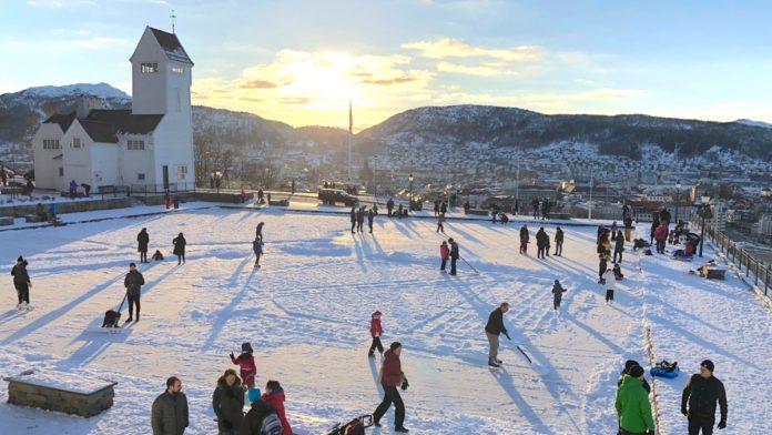 Norge Bergen - Skøyter på Skansedammen
