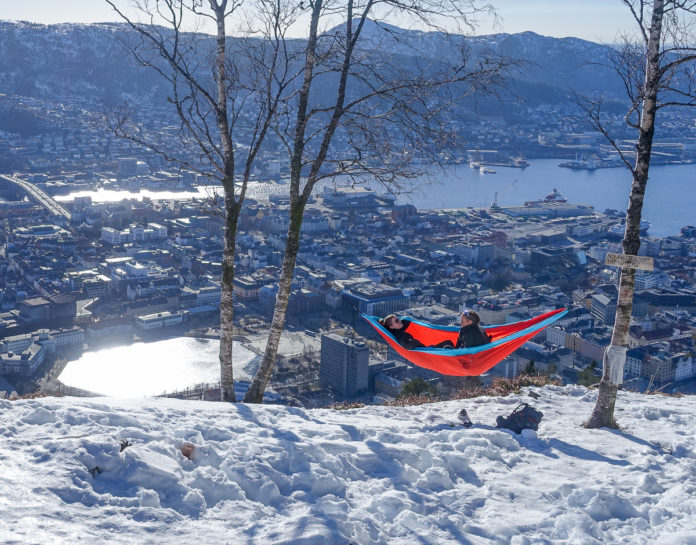 Norge Bergen - Hengekøye på toppen av Fløyen